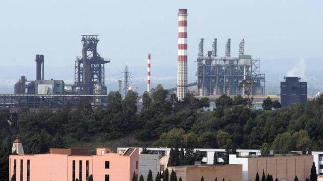 Gli impianti della fabbrica Ilva di Arcelor Mittal a Taranto (Ansa)