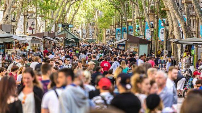 In alcune città il sovraffollamento di turisti raggiunge dimensioni impressionanti