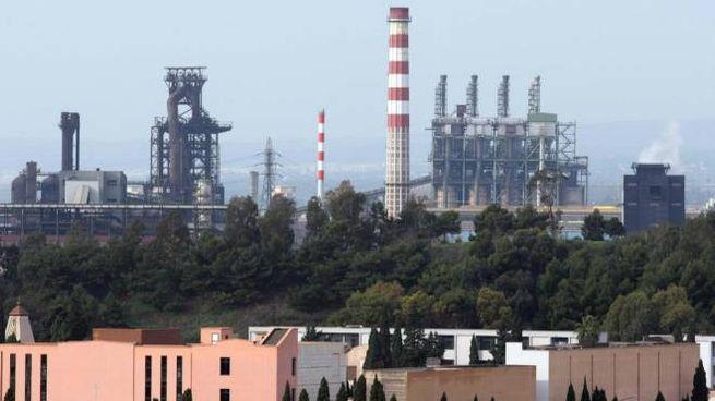 Taranto, una veduta della fabbrica ex Ilva (Ansa)