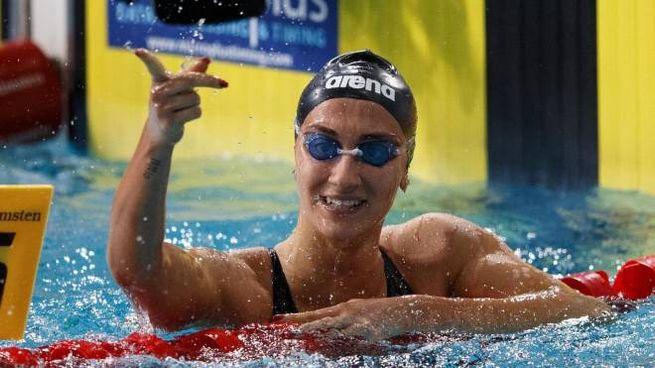 Simona Quadarella festeggia l'oro nei 400 sl agli Europei in vasca corta (Ansa)