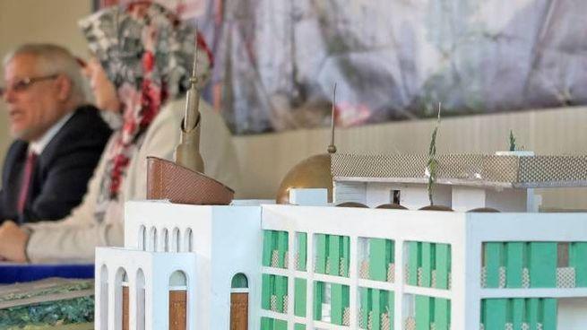 La maxi moschea al Restellone sembra  destinata  a rimanere un plastico