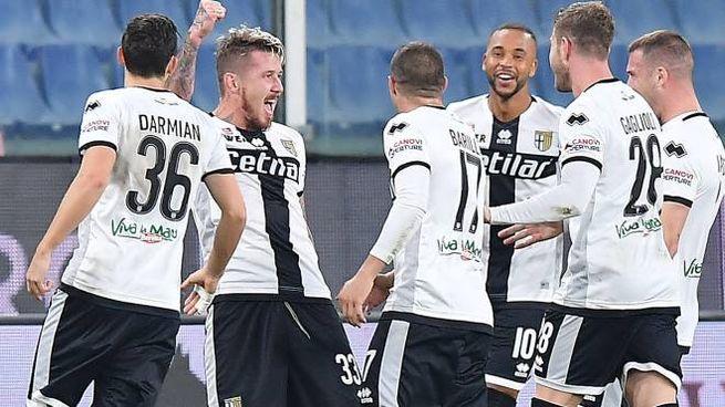 Il Parma esulta dopo il gol alla Samp