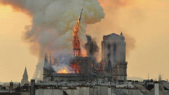 L'incendio a Notre Dame (Ansa)