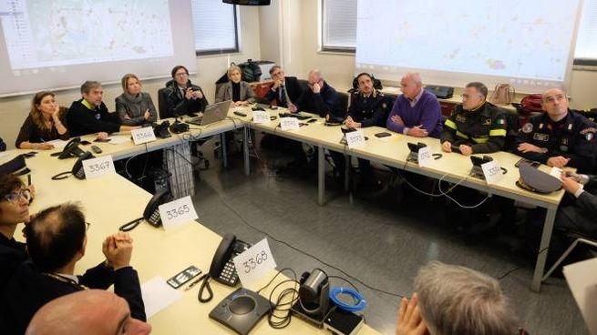 La riunione con prefetto, sindaco e protezione civile (foto Cabras/New Press Photo)