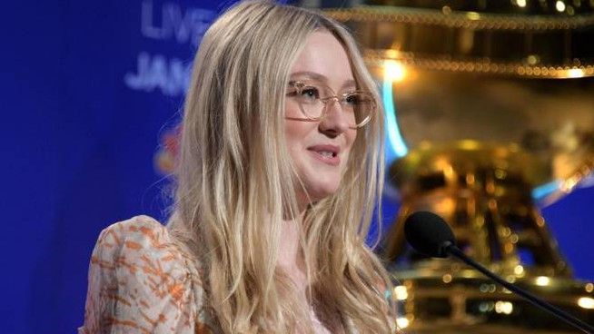 Dakota Fanning annuncia le nomination ai Golden globe 2020 (Ansa)