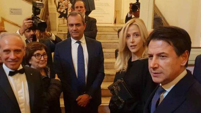 Prima uscita pubblica ufficiale per Giuseppe Conte con la compagna Olivia Paladino (Dire)