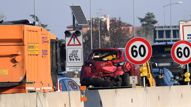 Incidente in autostrada a Bologna, coinvolti un tir e 5 auto (FotoSchicchi)