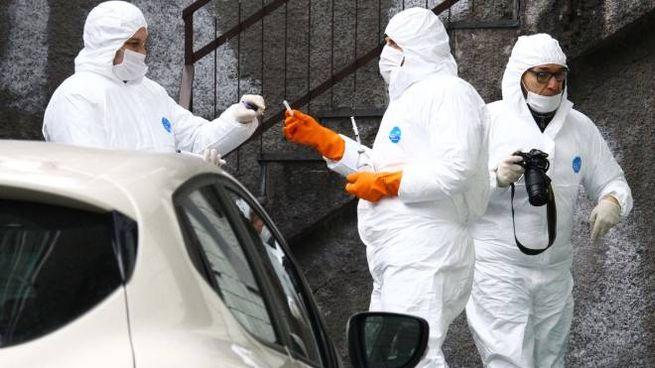 Gli investigatori dell'Arma al lavoro nella casa di Chiesa Valmalenco