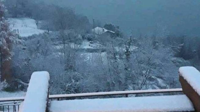 Lecco si sveglia sotto la neve