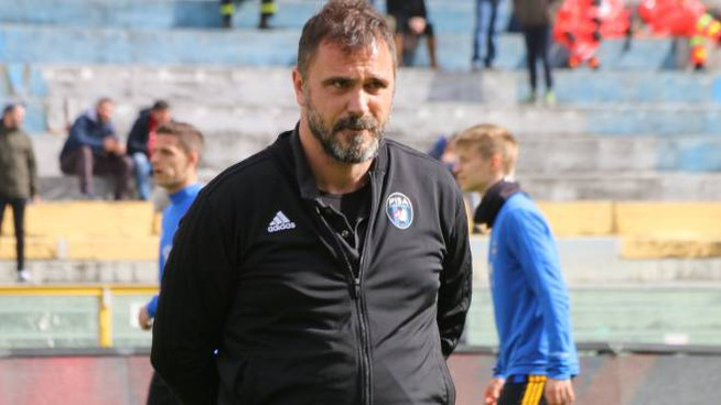 L'allenatore Luca D'Angelo