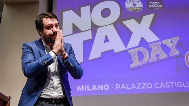 Milano, Salvini al No Tax Day (LaPresse)