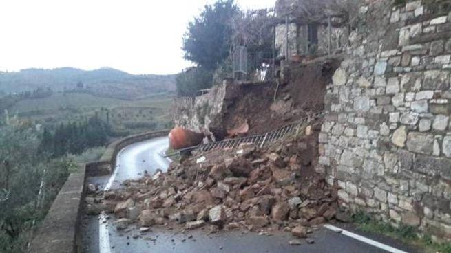 Il crollo delle mura a Montefioralle