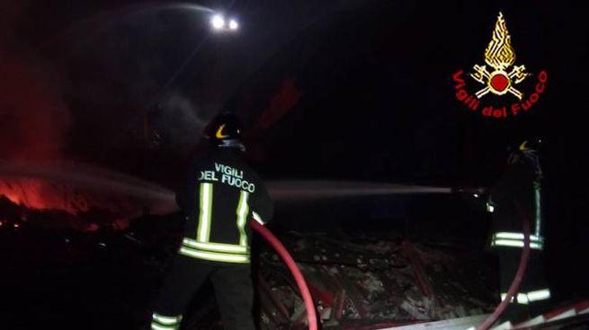 Vigili del fuoco in azione a Castelmartini