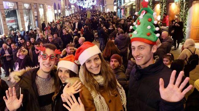 Tanta gente ieri pomeriggio in centro per gli acquisti di Natale o una semplice passeggiata