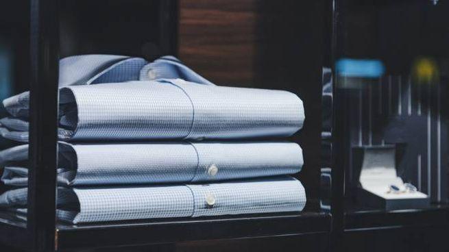 I consigli per scegliere la camicia da uomo