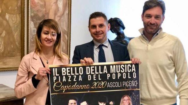 L'assessore Monia Vallesi, il sindaco Marco Fioravanti e Sandro Simonetti
