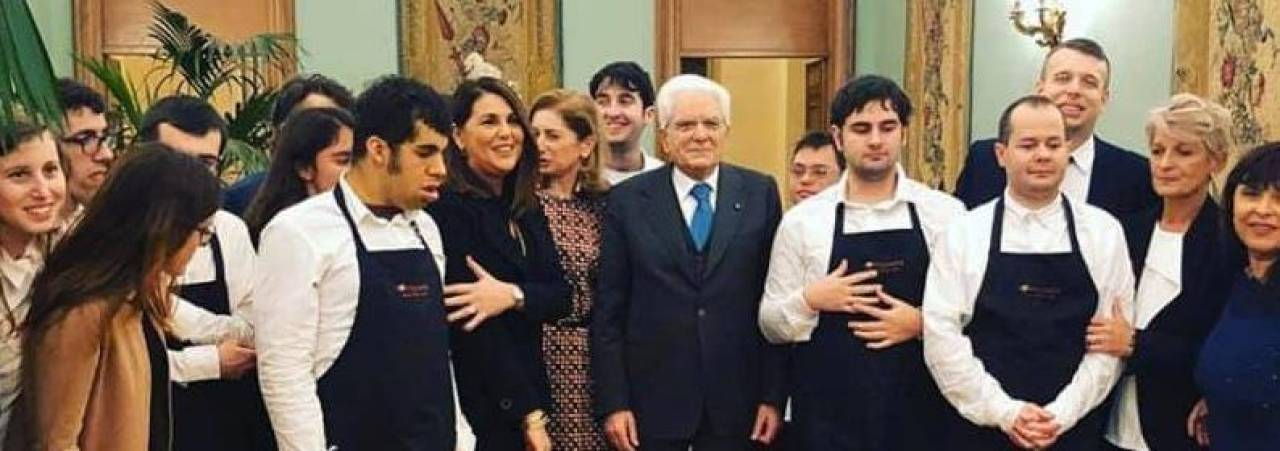 I ragazi del Tortellante al Quirinale. Al centro, il Presidente della Repubblica Sergio Mattarella e la presidente del Tortellante Erika Coppelli