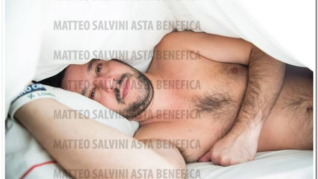 La foto di Salvini all'asta per beneficenza