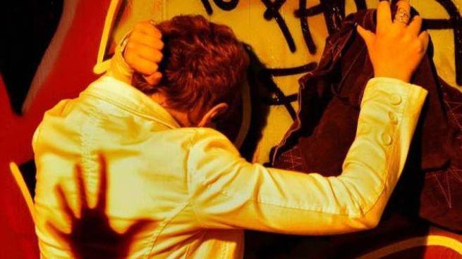 Violenza sessuale fuori dalla discoteca a Cesenatico