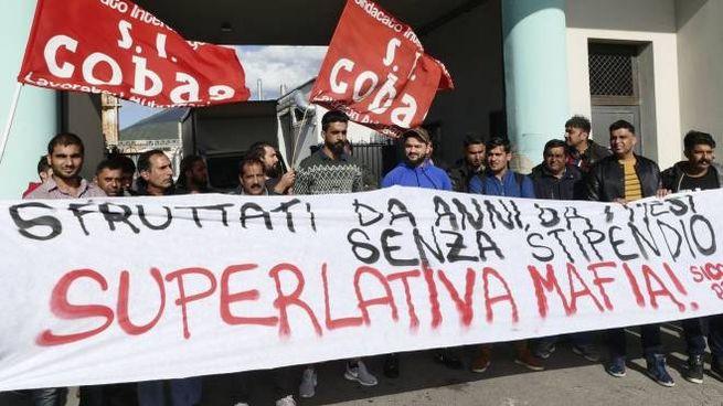 La protesta degli operai della Superlativa