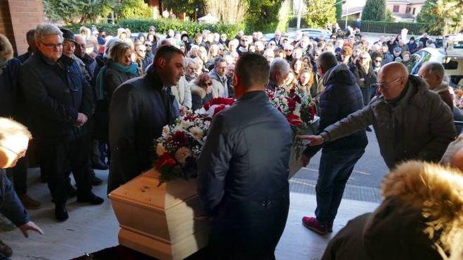 Nelle foto di Bobo Antic due momenti dei funerali di Luciano Ghergo