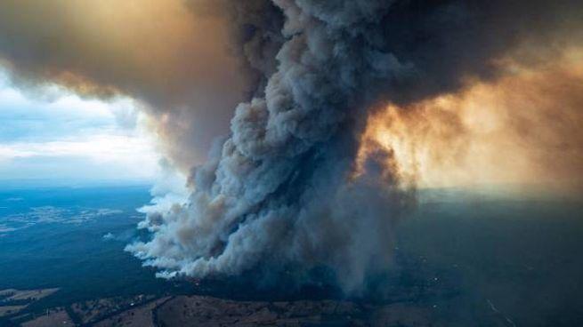 La nube di fumo provocata dagli incendi in Australia (Ansa)