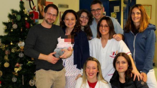 Quinto parto cesareo per una mamma di Ascoli, qui con lo staff medico