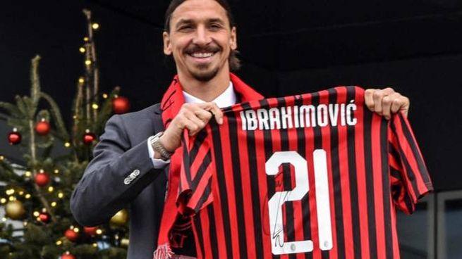 Un sorridente Zlatan Ibrahimovic a Casa Milan (Ansa)