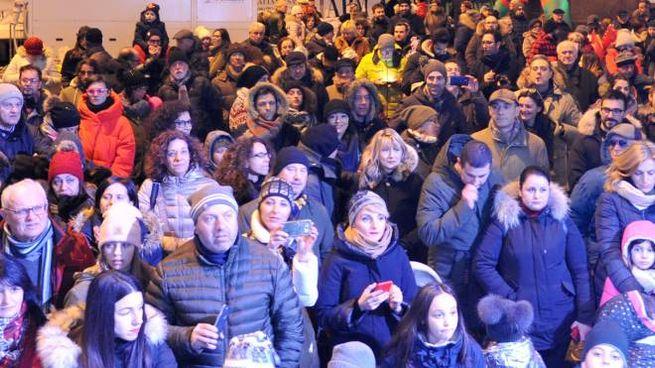 Piazza della Libertà piena di maceratesi per le feste (foto Pierpaolo Calvita)