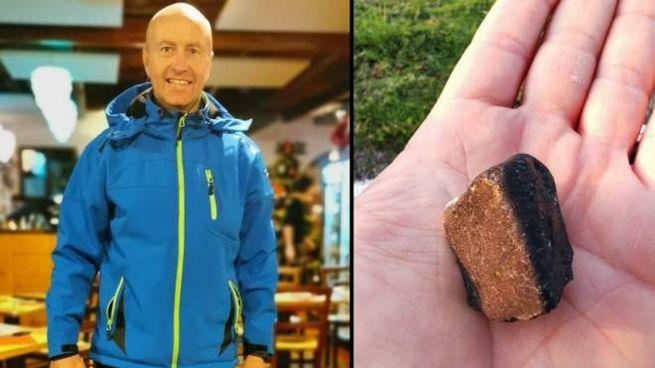 Il mirandolese Davide Gaddi e un frammento di meteorite trovato sull'argine del Secchia