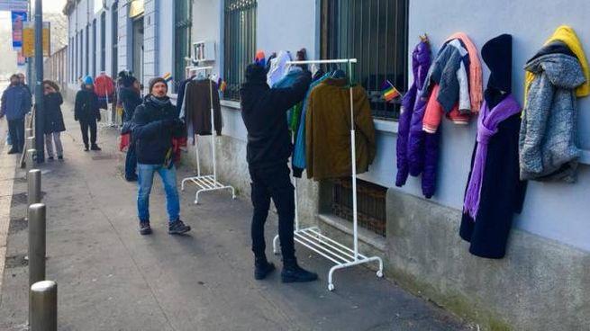 Il Muro della gentilezza di Milano (Foto Facebook)