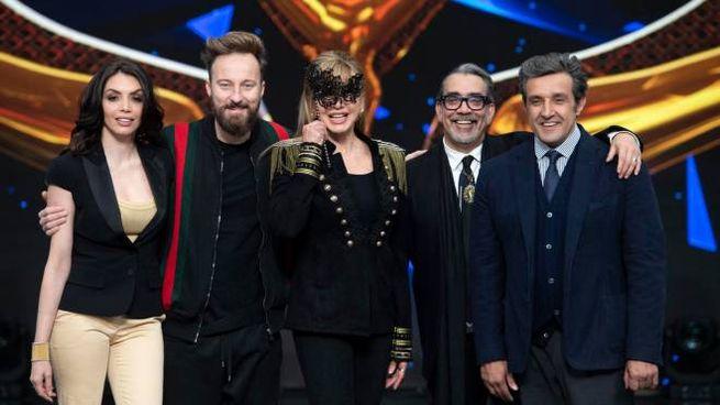 Milly Carlucci con Ilenia Pastorelli, Facchinetti, Mariotto, Insinna (Ansa)