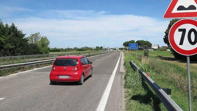 Contestata la riduzione da 110 a 70 orari del limite sulla Ss 16 per l'asfalto malconcio