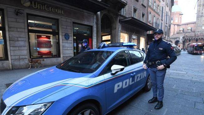 Bologna, rapina in via Rizzoli: sul posto la polizia (FotoSchicchi)