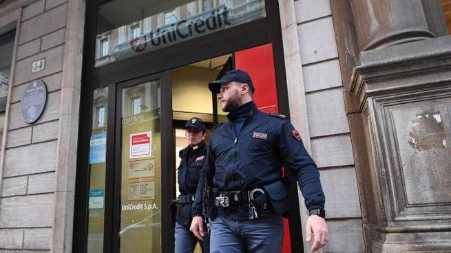 La filiale Unicredit di via Rizzoli rapinata lunedì