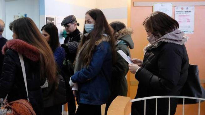 I cittadini si sono riversati in massa negli ambulatori straordinari per la profilassi