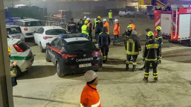 Carabinieri e vigili del fuoco nel cantiere della M4 di piazza Tirana