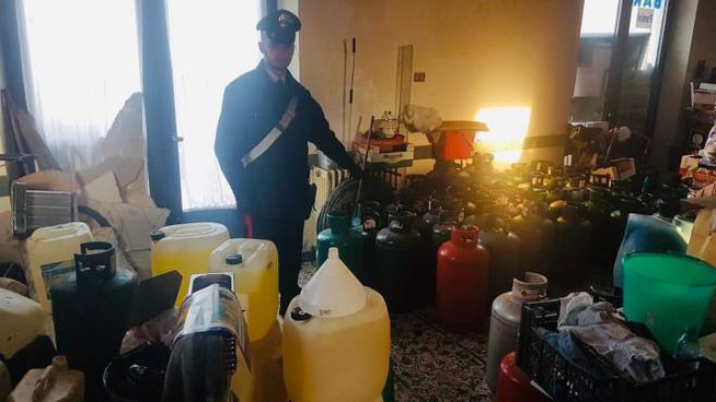 All'interno della casa del cuoco i carabinieri di Saludecio hanno trovato una Santabarbara