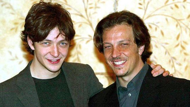 Silvio e Gabriele Muccino nel 2003 (Ansa)