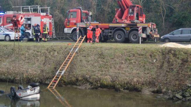 Incidente Milano Marittima, finisce nel canale con la minicar e muore a 17 anni