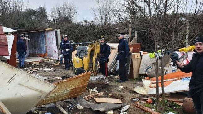 L'intervento di carabinieri, polizia e municipale nell'area del Comune a Tavolara
