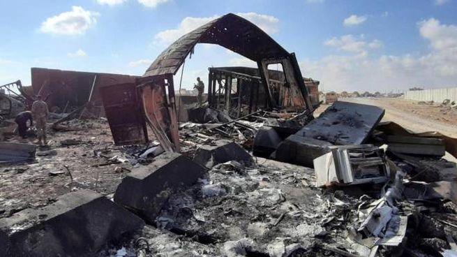 Una base irachena bombardata nei giorni scorsi (Ansa)