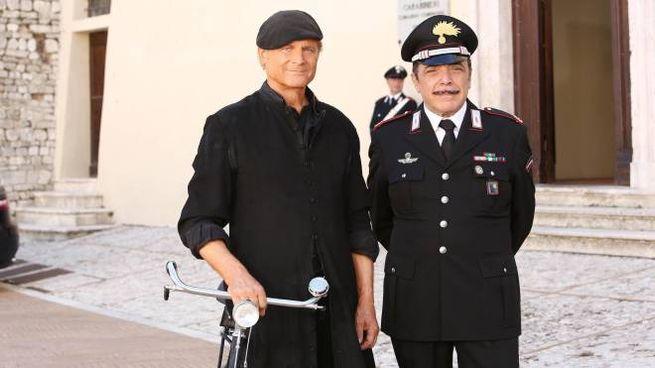 Terence Hill e Nino Frassica sul set di Don Matteo (Ansa)