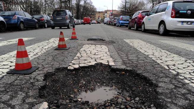Buche nelle strade (Fotogramma)