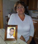 Anna De Prisco, 74 anni, mostra la foto del figlio Giordano Visconti, morto nel crollo della Haemotronic