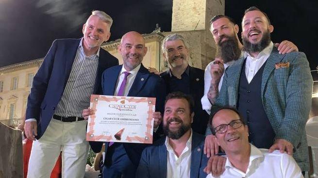 Alcuni soci (Marco Odescalchi è il secondo da sinistra) del Cigar Club Ambrosiano