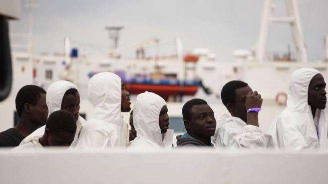Migranti sulla nave Gregoretti (Ansa)