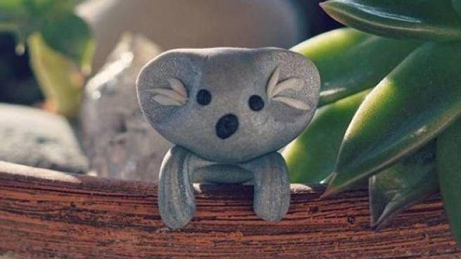 Un koala d'argilla creato dal piccolo Owen Colley per aiutare l'Australia