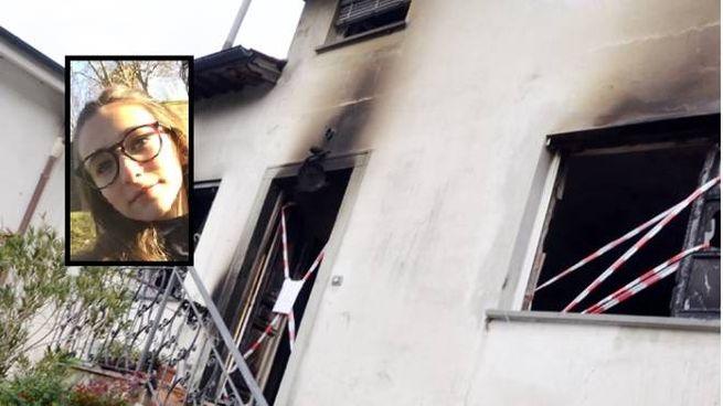 I resti dell'incendio e, nel riquadro, la vittima