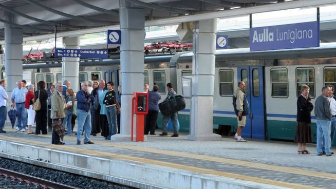 Problemi per pendolari e studenti diretti a Genova (foto d'archivio)